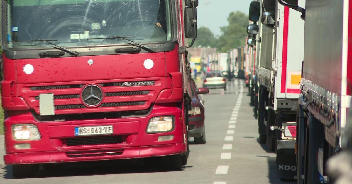 Kamionok vesztegelnek Szerbia határátkelőin