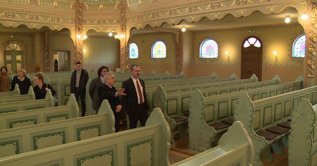 Az amerikai nagykövet látogatása a szabadkai Zsinagógában